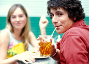 the-sugar-in-your-soft-drink-keeps-you-hungry-for-more_300