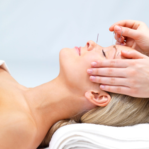 If you suffer with the sniffles, stuffy nose, painful sinuses and other discomforts from pollen allergies, research into the benefits of acupuncture show that this traditional therapy may offer a modicum of relief.