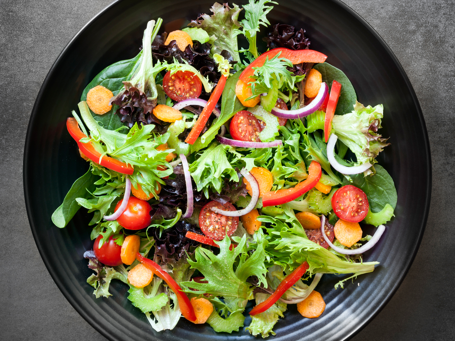 How to Choose the Healthiest Salad Greens photo