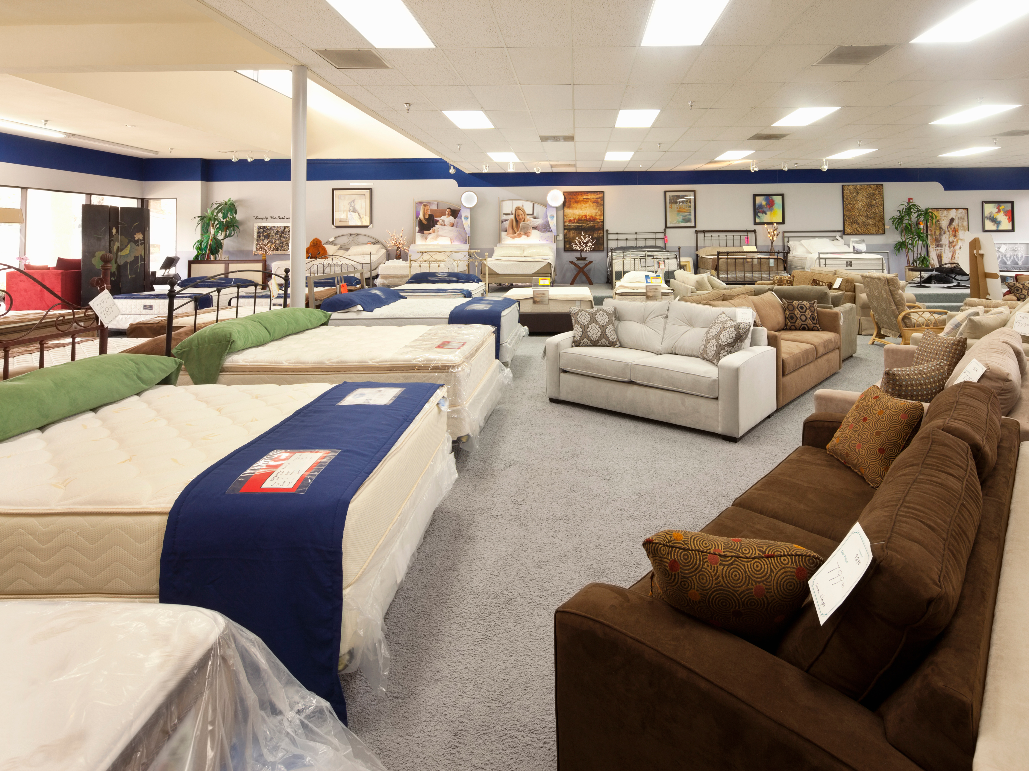 mattress img lower post free says anyone it mattresses sell prices because to can employee offer company s the tries paying area not wuwm milwaukee store showrooms