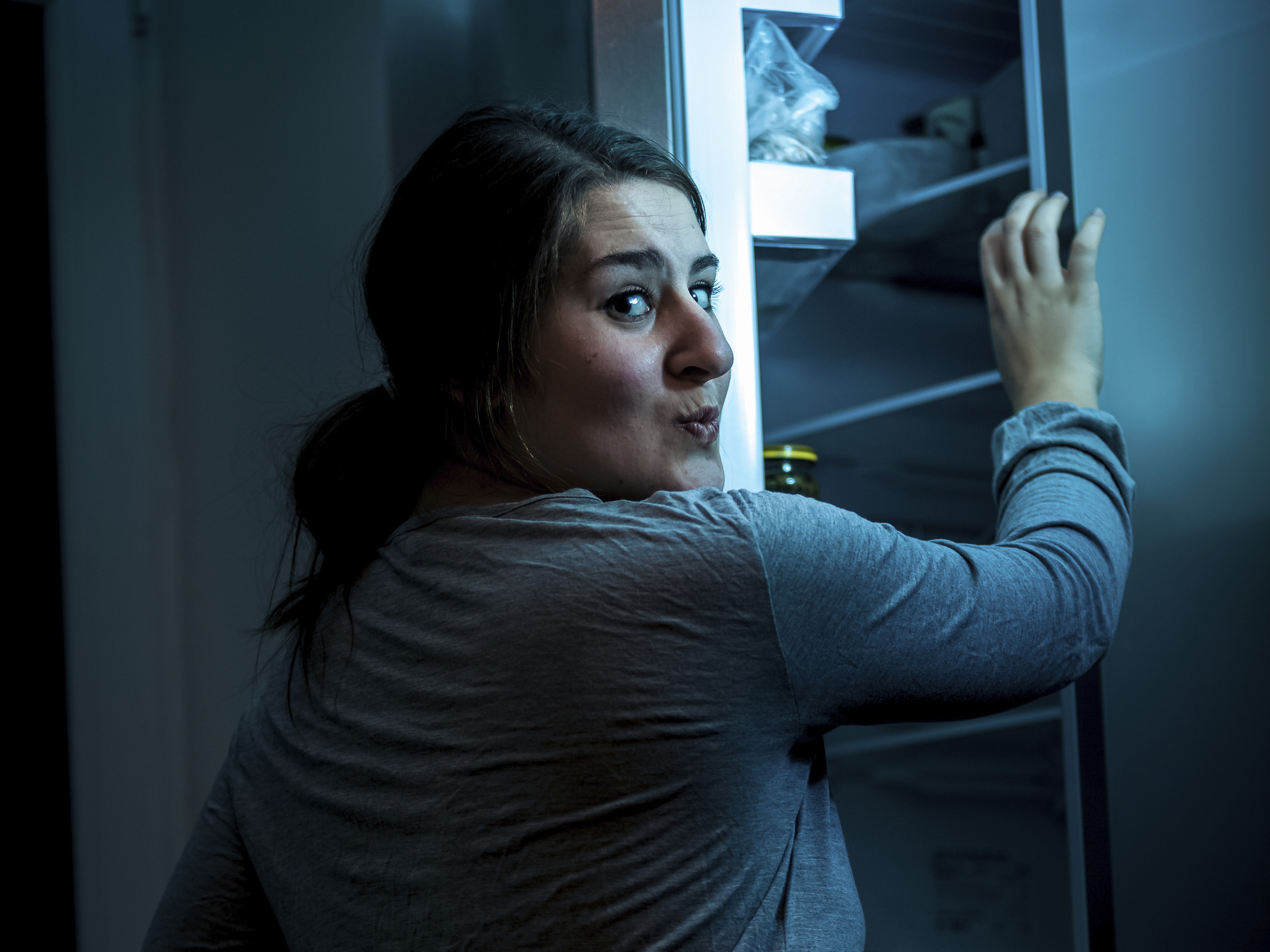 How to keep late night snacking under control