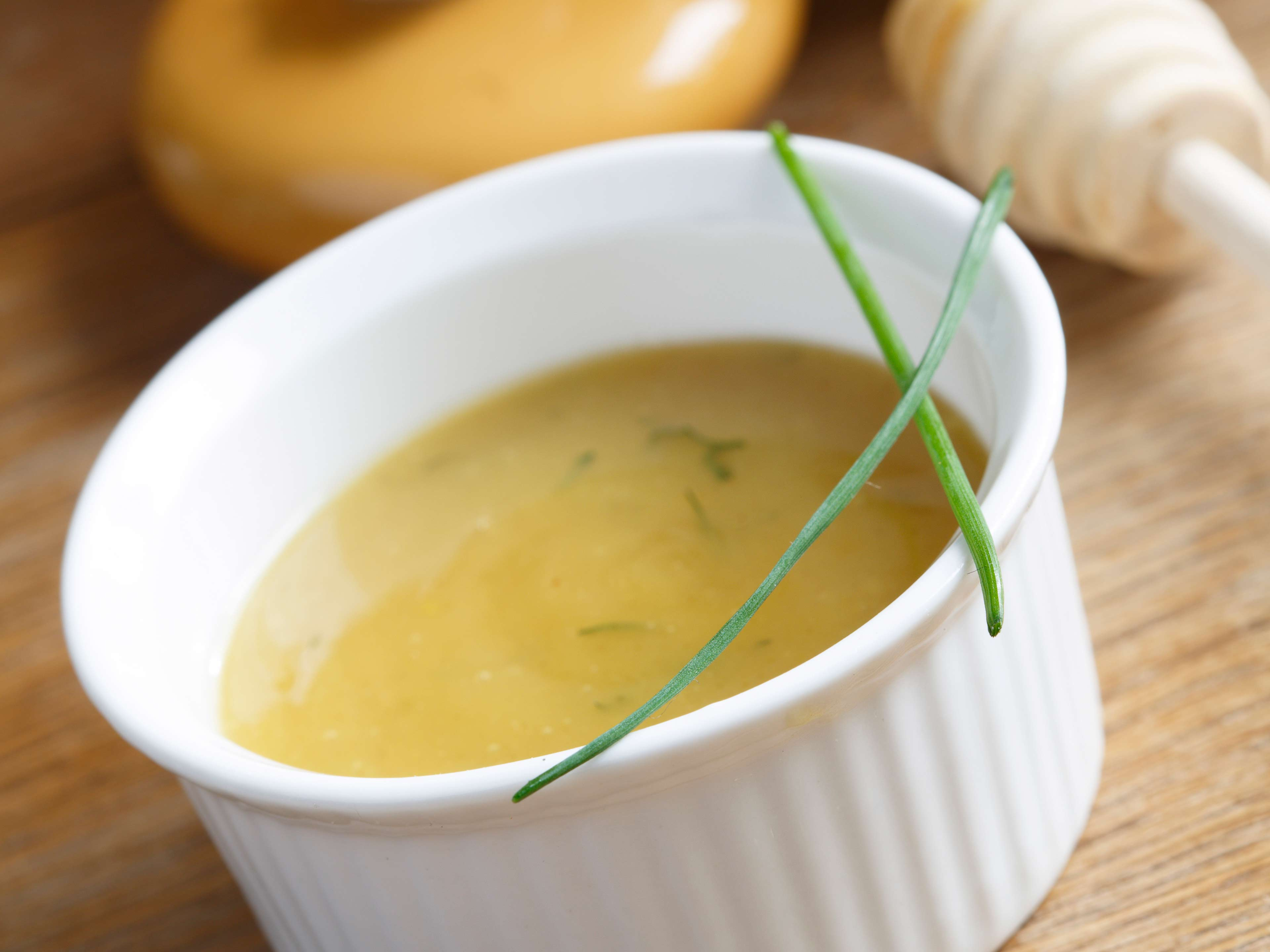 This honey mustard sauce is healthy, delicious and easy to prepare.