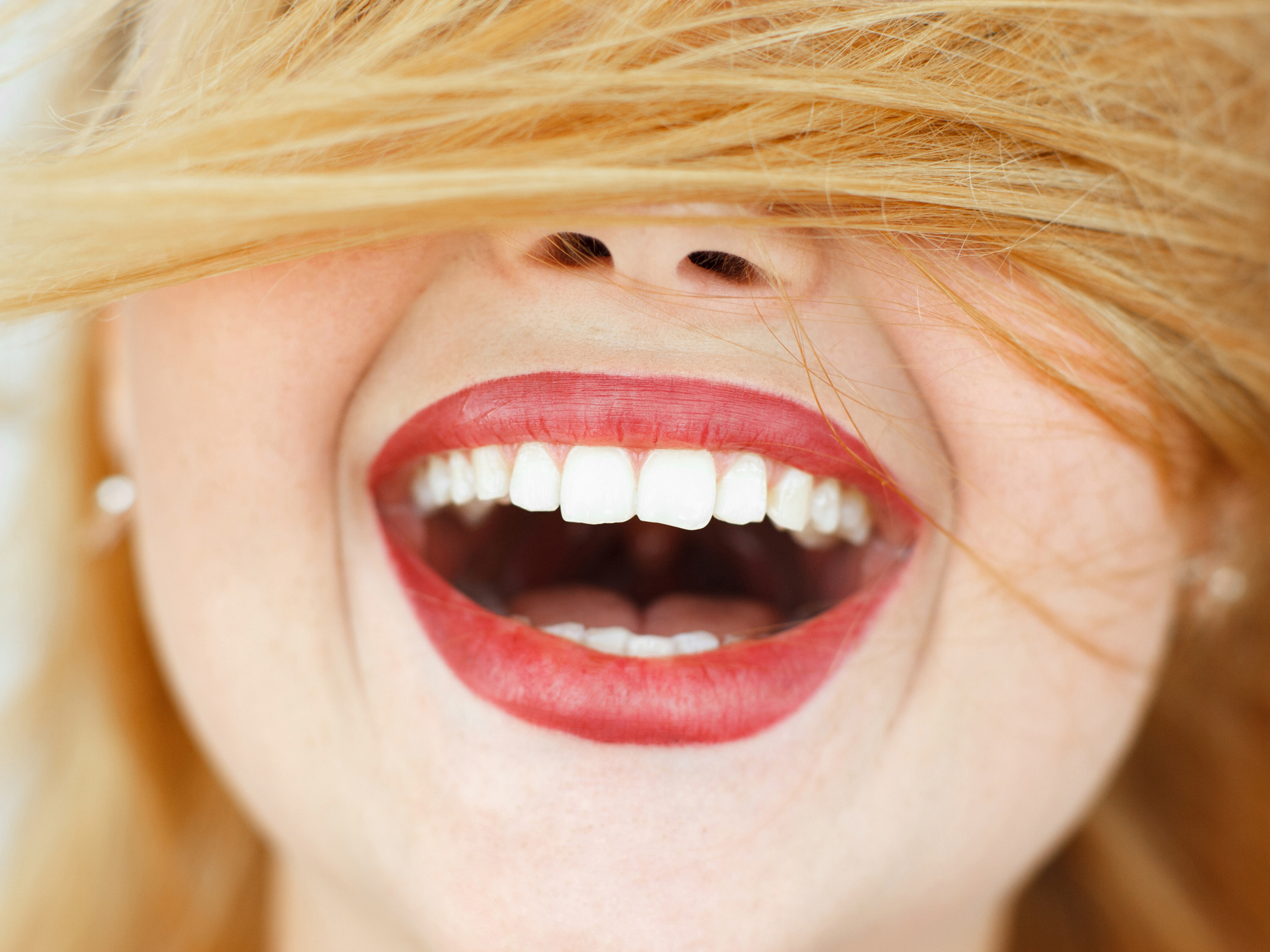 Get a younger, brighter smile without damaging your teeth