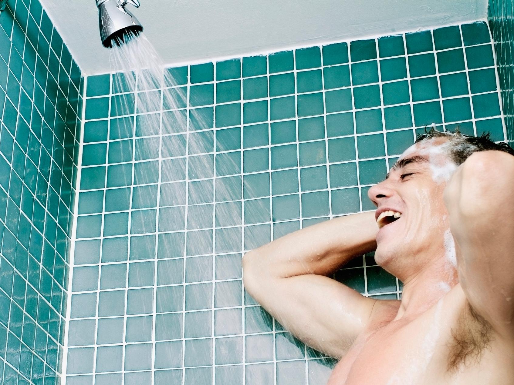 мой друг под душем фото лёгкой
